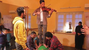 عيادة نفسية تداوي بالفن عراقيين كسروا حواجز السائد
