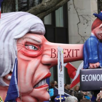 ماي باتت «عقبة» تواجه بريكست وملايين  يطالبون باستفتاء جديد له