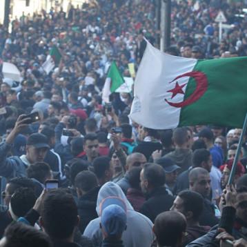 هل تقف الجزائر على حافة الهاوية؟