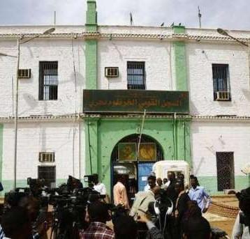 البشير وأركان نظامه ينقلون  الى أخطر سجون السودان