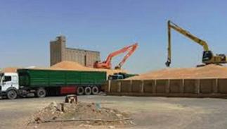 عبد المهدي يوجه بمنع نقل الحنطة بين المحافظات دون موافقات رسمية لمنع تهريبها