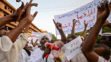 الإسلاميون في السودان يدعمون العسكر لتأمين دور مستقبلي يجنبهم الإقصاء السياسي