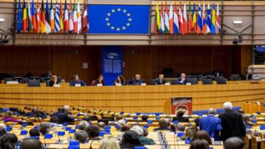 القوى المؤيدة للاتحاد الاوروبي تحتفظ بالغالبية الكبرى في برلمان القارة