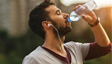 تحذير من شرب الماء بكثرة على السحور