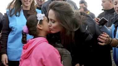 أنجيلينا جولي في مخيمات اللاجئين الفنزويليين
