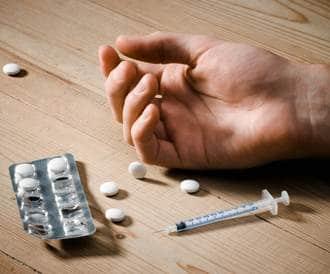 8000 معتقل في البلاد يتاجرون بالمخدرات ويتعاطونها ولا مصحة فيها للعلاج