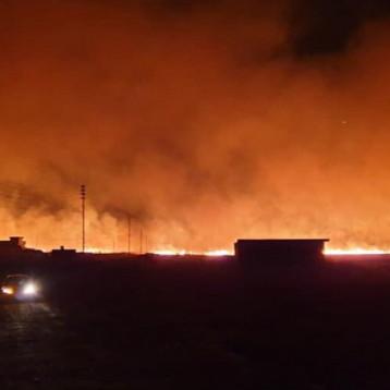 حرائق كبيرة جديدة في مناطق عشبية متفرقة من الموصل وقرية اطلقت نداء استغاثة