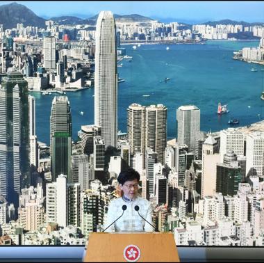 هونغ كونغ تعلق مشروع قانون تسليم المطلوبين بعد أسبوع من الاحتجاجات ضده