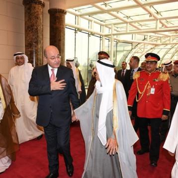 امير الكويت يصل بغداد ويستقبله رئيس الجمهورية
