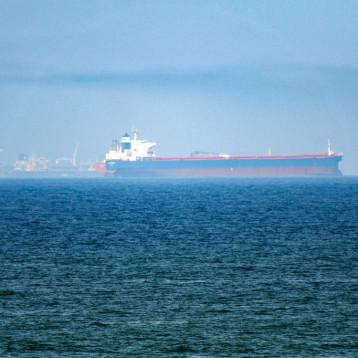 ميناء البصرة النفطي يعاود العمل وحريقه ناجم عن تماس كهربائي
