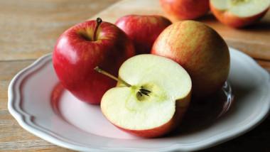 100 مليون بكتيريا في  التفاحة الواحدة