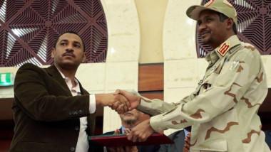 اتفاق نهائي بين المجلس العسكري وحركة  الاحتجاج يمهد الطريق لحكومة مدنية في السودان