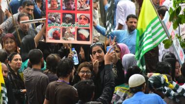 الهند تعيد فرض قيود في كشمير جراء  احتجاجات ضدها جرح فيها 8 اشخاص