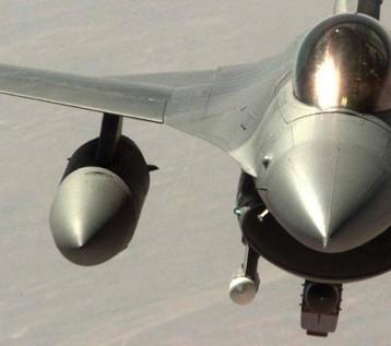 موقع يعرض طائرة اف 16 للبيع