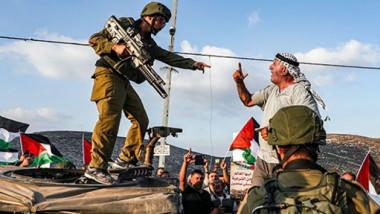 «الله معنا».. تحوّل الصراع الإسرائيلي – الفلسطيني إلى صراع ديني