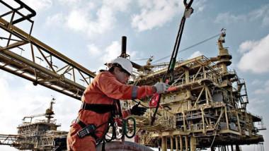 تخمة المعروض النفطي تقود الأسواق إلى مزيد من التقلب والضعف