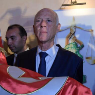 القانوني قيس سعيّد رئيسا لتونس بعد تقدمه  بفارق كبير على رجل الاعمال نبيل القروي