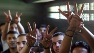 ستة فلسطينيين من اسرى الاعتقال الإداري يواصلون إضرابهم عن الطعام