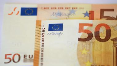 أدنى مستوى لليورو في 4 أسابيع مع التطلع لانتهاء حرب التجارة