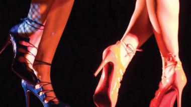تقاليد وخيارات الأحذية عبر التاريخ في معرض باريسي