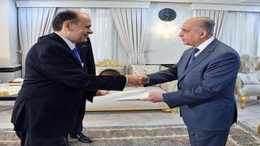 وزير الخارجيّة يتسلم أوراق اعتماد السفير القبرصيّ غير المُقيم أندرياس كوزبوس