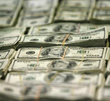 الدولار وأسهم أوروبا مستقران قبل اجتماعات بنوك مركزية