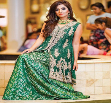 وفاة ملكة جمال باكستان السابقة بحادث سير في أميركا
