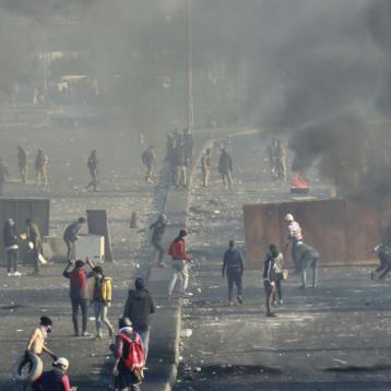 استشهاد 12 متظاهراً في بغداد وذي قار وكارثة إنسانية تهدد حياة النازحين