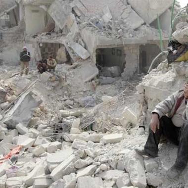 ضربات جوية تقودها روسيا على شمال غرب سوريا تقتل 40 شخصا
