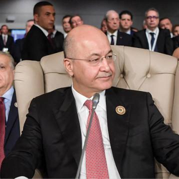 نوّاب: رئيس الجمهورية منحاز الى فريق سياسي يدعم مجلس الوزراء المستقيل