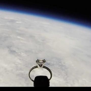 عرض للزواج من الفضاء!
