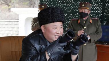 زعيم كوريا الشمالية يشرف على مناورة للمدفعية بعيدة المدى