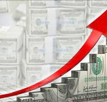 اقتصادي يحذر من ان يصير المواطن  ضحية ارتفاع سعر  الدولار