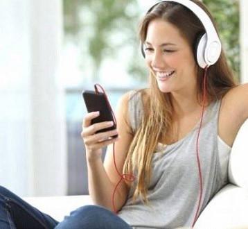 الموسيقى الهادئة تؤنس المعزولين في المنازل