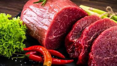 تجارة اللحوم الحمر تتأثر بمصاعب النقل والوفرة قبل وصولها المائدة