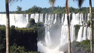 شلالات إيغواسو تتحول الى مياه ضحلة