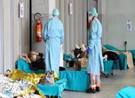 عدد الإصابات بكوفيد-19 يقترب من مليون ووفاة رضيع في الولايات المتحدة