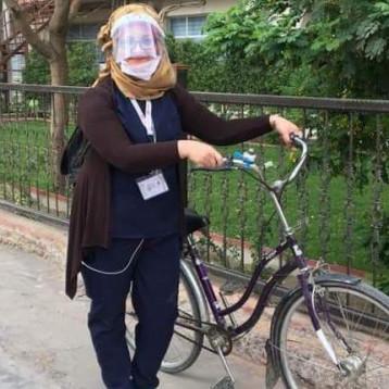 ممرضة تقطع يومياً عشرات الكيلومترات لتصل الى مستشفى اليرموك