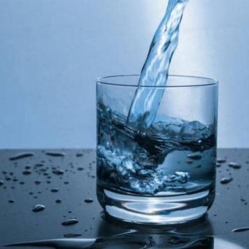 """من شرب الماء إلى كتم النفس.. أشهر """"خرافات"""" كورونا"""