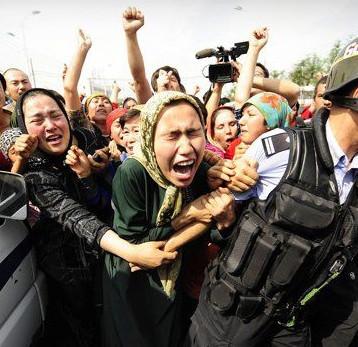 """اسيوشيتد برس: الصين تفرض """"تحديد نسل قسري"""" لمنع مسلمي الإيغور من الإنجاب"""