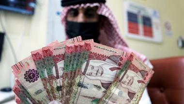 المركزي السعودي يضخ 13 مليار دولار في القطاع المصرفي