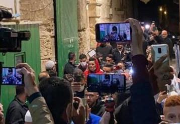 المسجد الأقصى يستقبل المصلين مجددا غداة مقتل فلسطيني