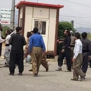آلاف من الدراويش يعبرون الحدود الايرانية قسرا للمشاركة في دفن مرشد الطريقة الكسنزانية
