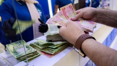 المالية النيابية ترجح صرف الرواتب اليوم والبرلمان يلزم الحكومة بمسودة إصلاح تقدم قبل أيلول