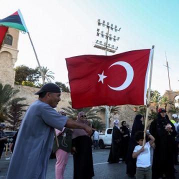 """حكومة الوفاق تدين """"غارات جوية أجنبية"""" على قاعدة الوطية في ليبيا"""