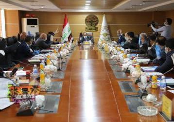 وزير النقل : أتخذنا حزمة من الاصلاحات المهمة لتعزيز عمل الخطوط الجوية العراقية