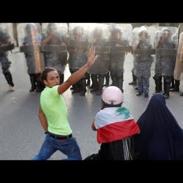تجدد المواجهات بين الأمن ومتظاهرين وبدء مشاورات لتشكيل حكومة جديدة