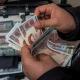 ضغوط اقتصادية تهز النظام المصرفي الإيراني مع تدهور العملة