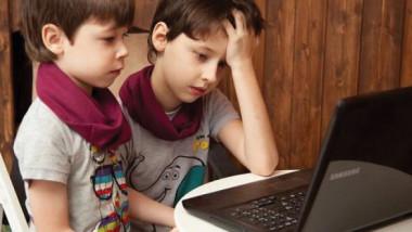 الطفل لا يستوعب اكثر من ربع ساعة في أثناء التعليم عن بعد
