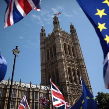 النواب البريطانيون يتبنون مشروع قانون بريكسيت